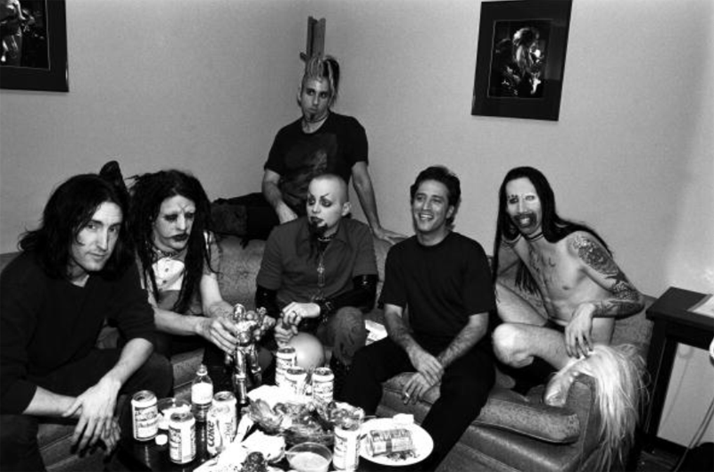 Trent Reznor y Marilyn Manson en el backstage: peligro. Fuente: http://awesomepeoplehangingouttogether.tumblr.com