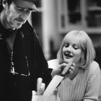 Wes Craven y Drew Barrymore en el rodaje de 'Scream'.